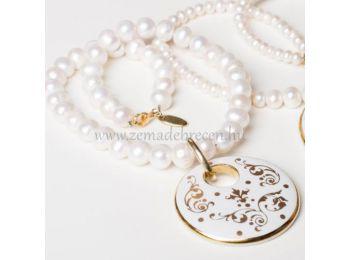 Fehér barokk kerek porcelán medál gyöngysoron