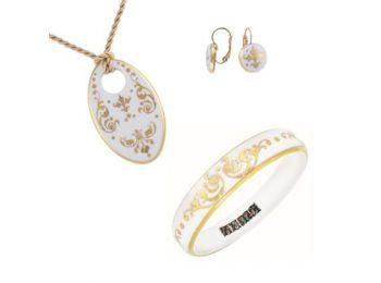 Fehér barokk  ovális porcelán medál, franciakapcsos fül
