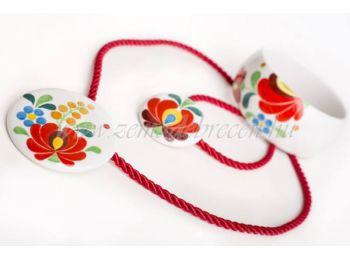 Piros virágos porcelán matyó mintás szett