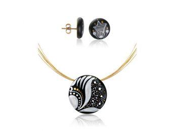 Fekete sárközi kis kerek medál bedugós fülbevalóval