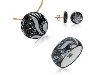 Fekete sárközi nagy kerek medál bedugós fülbevalóval �