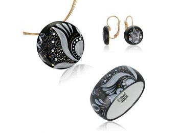 Fekete sárközi nagy kerek medál franciakapcsos fülbevalóval és karkötővel