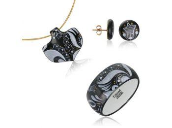 Fekete sárközi ásó alakú medál bedugós fülbevalóval