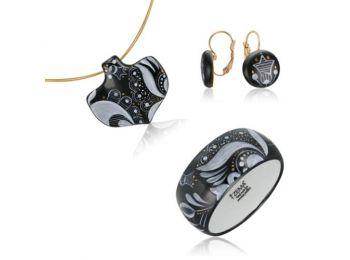 Fekete sárközi ásó alakú medál franciakapcsos fülbeva