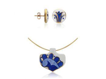 Kék mintás sárközi ásó alakú medál bedugós fülbeva