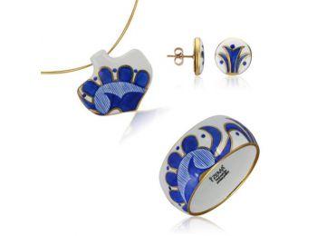 Kék mintás sárközi ásó alakú medál bedugós fülbevalóval és karkötővel