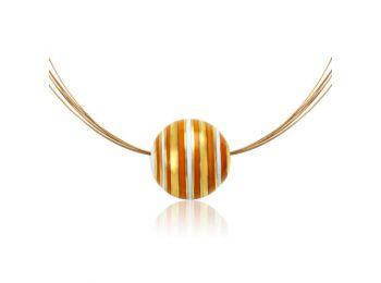 Arany kicsi gömb medál narancs csíkokkal